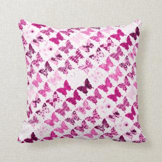 ピンクの蝶コラージュ クッション