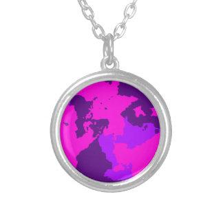 ピンクの迷彩柄のネックレス シルバープレートネックレス