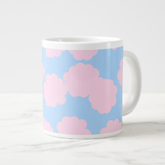 ピンクの雲パターンが付いている青空 ジャンボコーヒーマグカップ