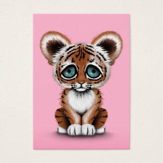 ピンクの青い目を持つかわいいベビーの虎の子 名刺