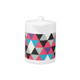 ピンクの青および白い三角形パターン