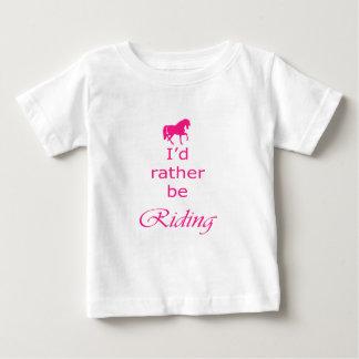 ピンクの馬のイラストレーションおよび引用文 ベビーTシャツ