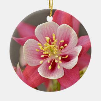 ピンクの鳩の花のプリント セラミックオーナメント