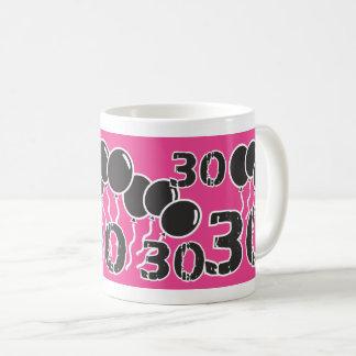 ピンクの黒の第30誕生日のマグ コーヒーマグカップ