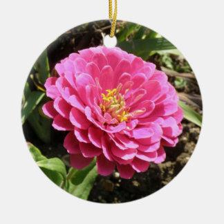 ピンクの《植物》百日草のカスタムの誕生日 セラミックオーナメント