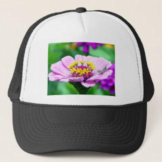 ピンクの《植物》百日草のベビーのバッタ キャップ