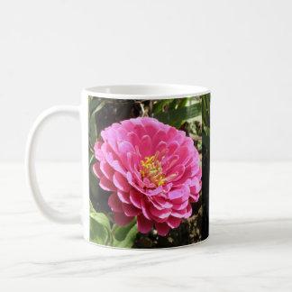 ピンクの《植物》百日草のマグ コーヒーマグカップ
