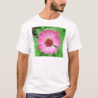 ピンクの《植物》百日草の庭の花 Tシャツ