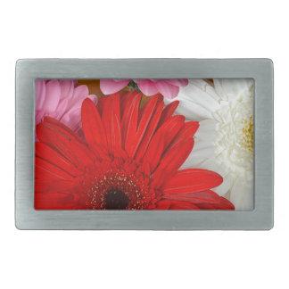 ピンクの、赤と白のガーベラの花 長方形ベルトバックル