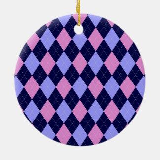 ピンクの、青くアーガイル柄のなパターン セラミックオーナメント