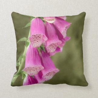 ピンクのFoxglovesの枕かクッション クッション