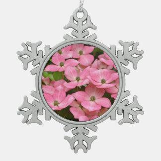 ピンクのkousaのミズキによってはクリスマスのオーナメントが開花します スノーフレークピューターオーナメント