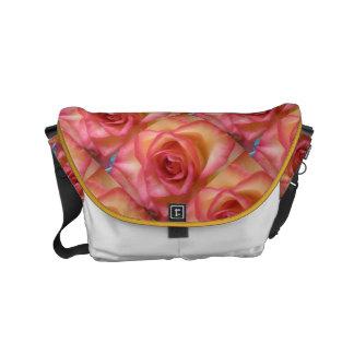 ピンクはばら色を整えました メッセンジャーバッグ