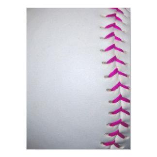 ピンクはソフトボールをステッチします 14 X 19.1 インビテーションカード