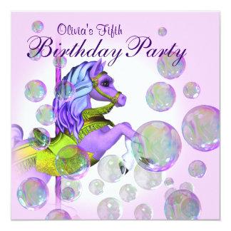 ピンクは誕生会回転木馬の子馬の女の子の泡立ちます カード
