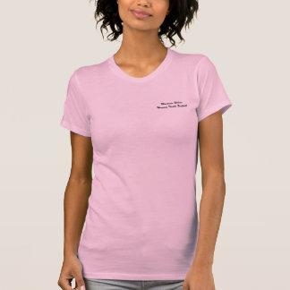ピンクタンクトップ女性のタックルのフットボール Tシャツ