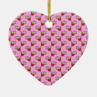 ピンクパターン上のかわいいいちご セラミックオーナメント