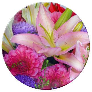 ピンクユリおよびダリアの花柄の磁器皿 磁器プレート