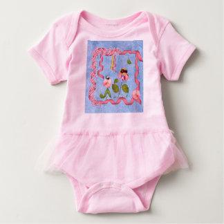 ピンクユーモアのあるなスイートピー及び藤色の花人々 ベビーボディスーツ