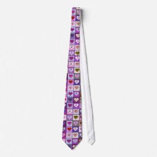 ピンク及び紫色のにこやかなハートの正方形 ネクタイ