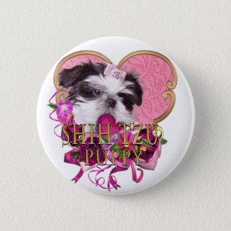 ピンク及び紫色のシーズー(犬)のTzuの子犬 缶バッジ