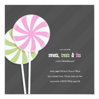 ピンク及び緑の渦巻の棒つきキャンデーのパーティの招待状 13.3 スクエアインビテーションカード