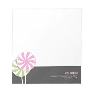 ピンク及び緑の渦巻の棒つきキャンデーPersonalizable ノートパッド