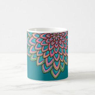 ピンク及び青く、半透明で、抽象的な花、 コーヒーマグカップ