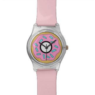 ピンク及び青によって曇らされるドーナツはとの腕時計を振りかけます 腕時計