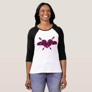 ピンク愛ハートのバレンタインデーのRaglanのTシャツ Tシャツ