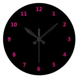ピンク数を用いる黒 ラージ壁時計
