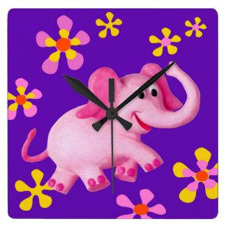 ピンク象のベビーシャワーの養樹園 スクエア壁時計