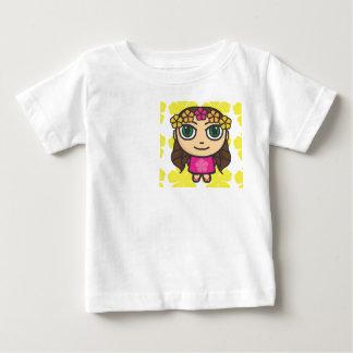 ピンク黄色い背景のTシャツのフラ女の子 ベビーTシャツ