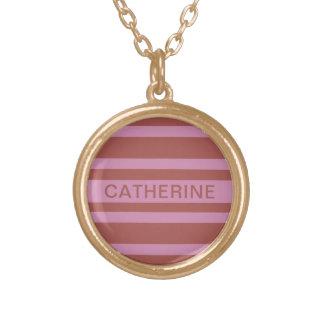 ピンク/ラズベリーのストライプな名前をカスタムするのネックレス ゴールドプレートネックレス