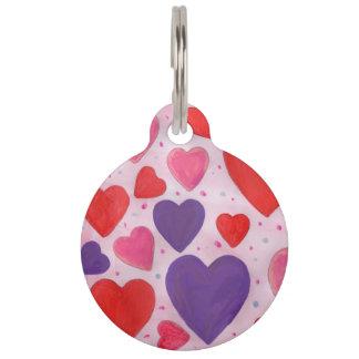 ピンク、紫色及び赤のバレンタインデーのハート ペット 迷子札