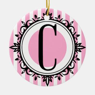 ピンク「C」のモノグラム セラミックオーナメント