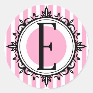 ピンク「E」のモノグラム 丸形シール・ステッカー