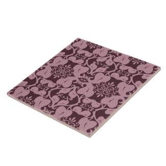 ピンクNバーガンディの華美でモダンでエレガントな葉パターン タイル