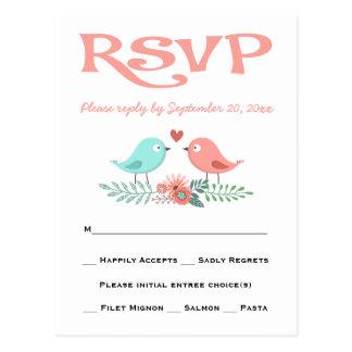 ピンクRSVP愛鳥および青い花の結婚披露宴 ポストカード
