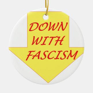 ファシズムと セラミックオーナメント