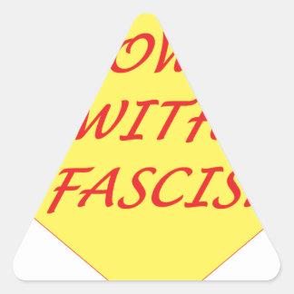 ファシズムと 三角形シール