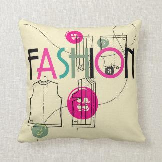 ファッションおよびボタンおよび糸 クッション