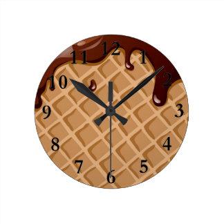 ファッジのワッフルの円錐形 ラウンド壁時計