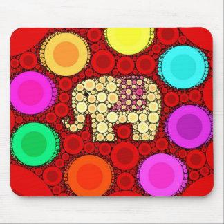 ファンキーで赤い象の同心円のモザイク マウスパッド