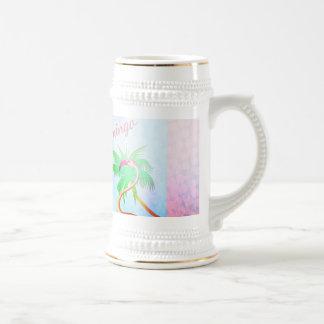 ファンキーなピンクのフラミンゴのヤシの木の青空 ビールジョッキ