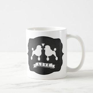 ファンシーな標準プードル愛 コーヒーマグカップ