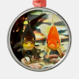 ファンシーな金魚は水彩画のイメージに直面します メタルオーナメント
