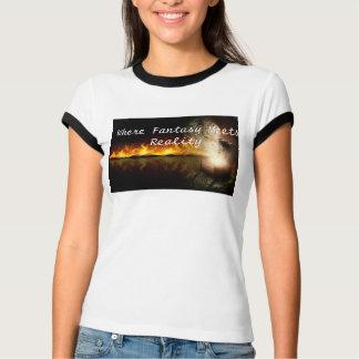 ファンタジーが現実のRaglanに会うところ Tシャツ