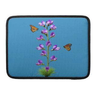 ファンタジーのスイートピーの花および蝶 MacBook PROスリーブ