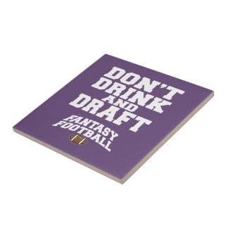 ファンタジーのフットボールは-紫色を飲まないし、起草しません タイル